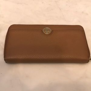 NWOT Tory Burch brown leather wallet